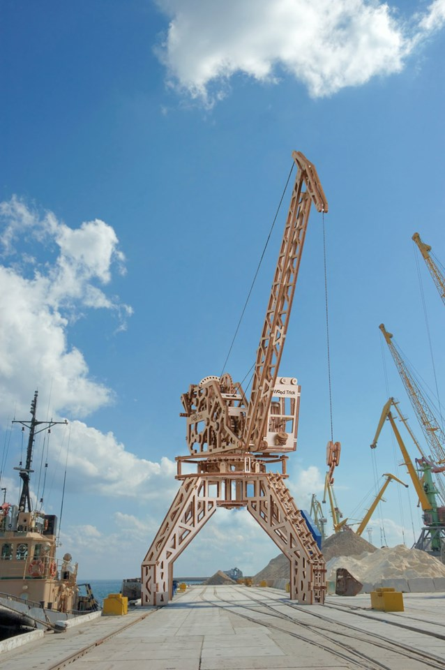 Tower Crane - Wooden 3D mechanical model. No glue or cutting required Construction set