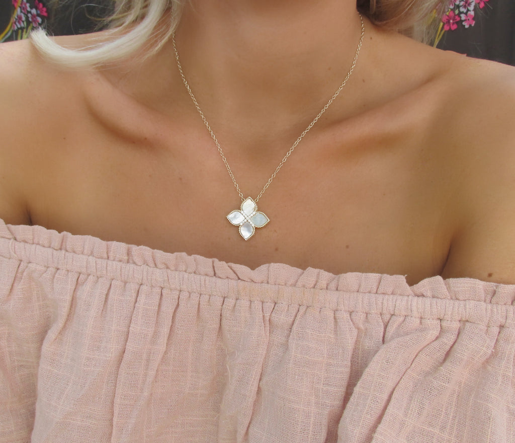 Flower Shape Mother of Pearl & Gold Necklace