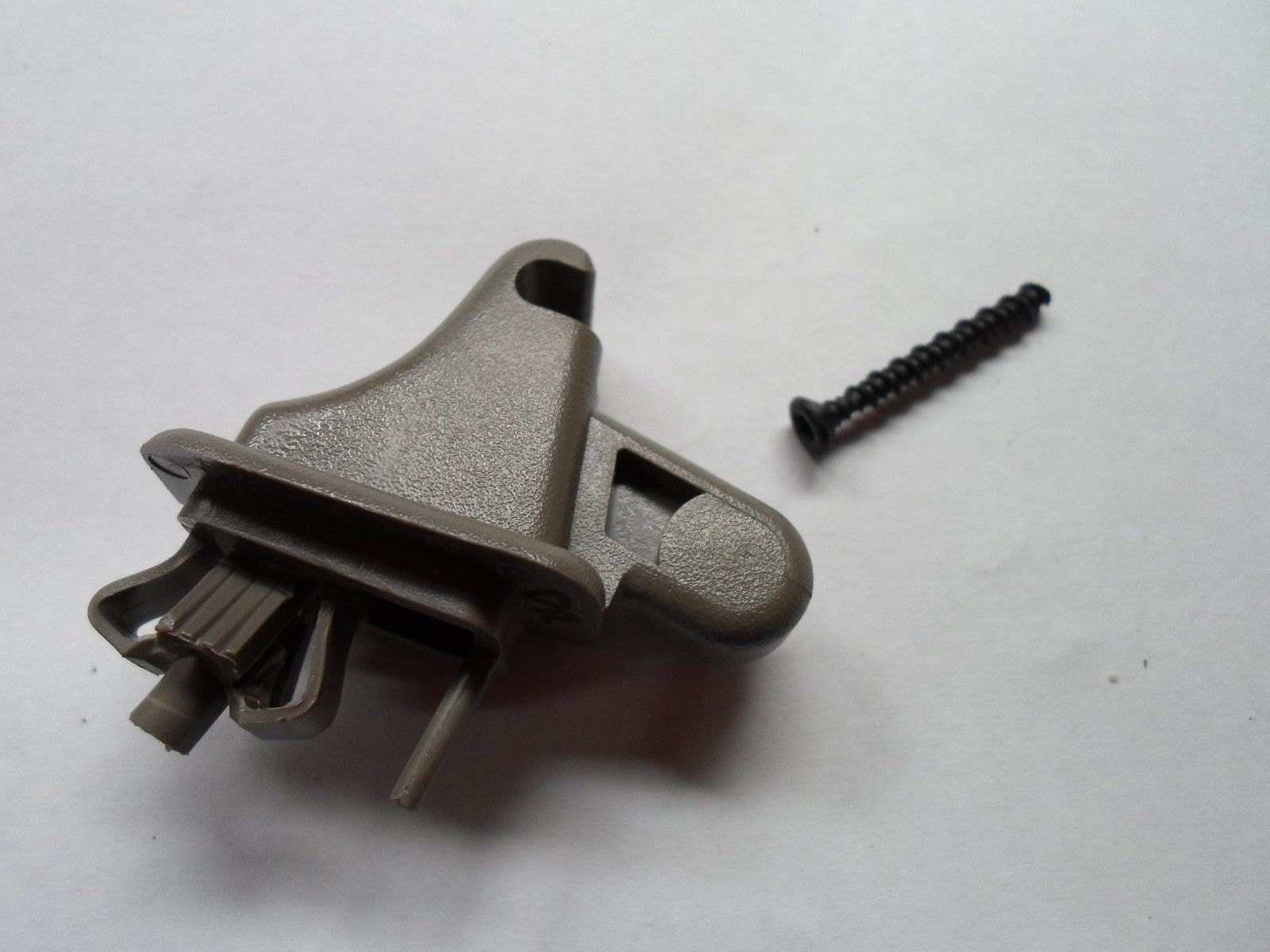 96 - 04 CHEVY BLAZER  DUAL DRIVER SIDE SUN VISOR CLIP W/SCREW OEM FREE SHIP GC2