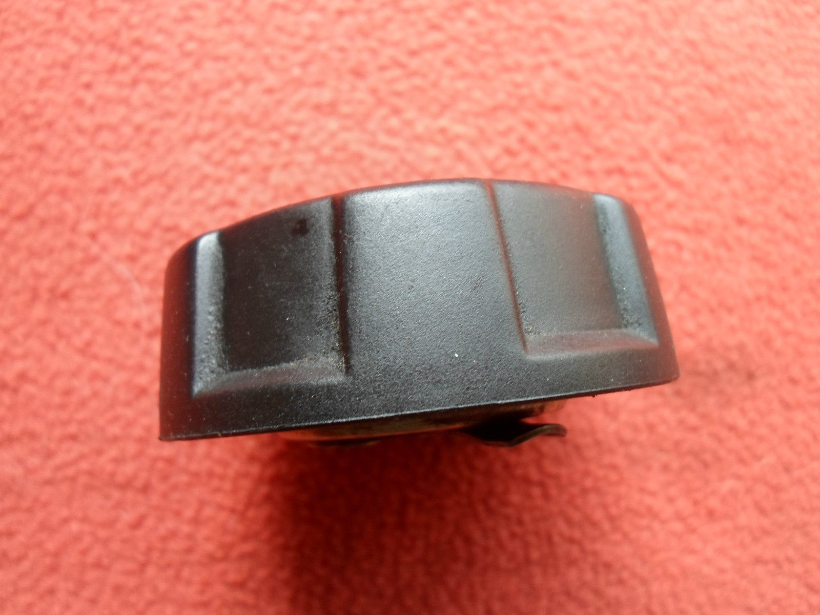 1993 - 2008 VOLVO GENUINE OEM ENGINE OIL CAP  FREE SHIPPING