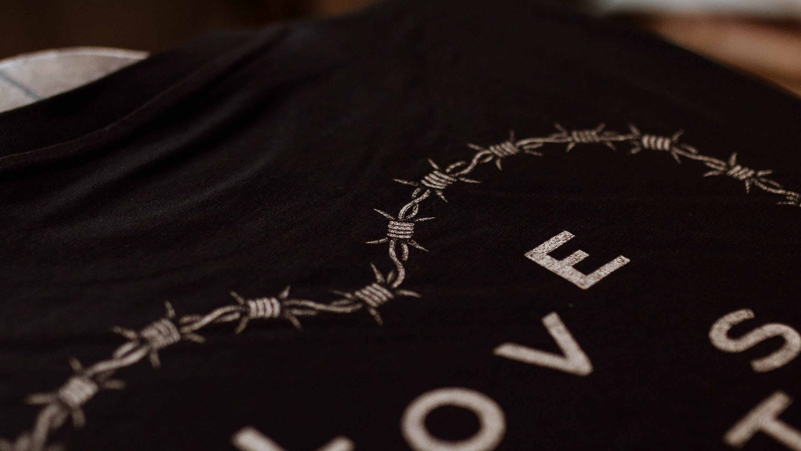 'LOVE HURTS' - Longsleeve