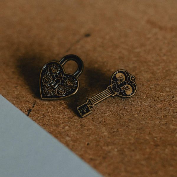 LOCK & KEY - PIN BADGE SET