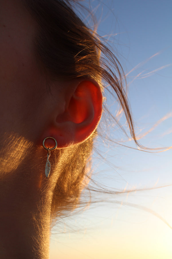 FEATHER LOOP EAR PIN
