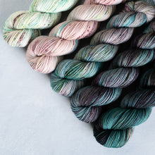 Load image into Gallery viewer, Mirkwood Mauve - 5 Skein Gradient Set - DK 100g's