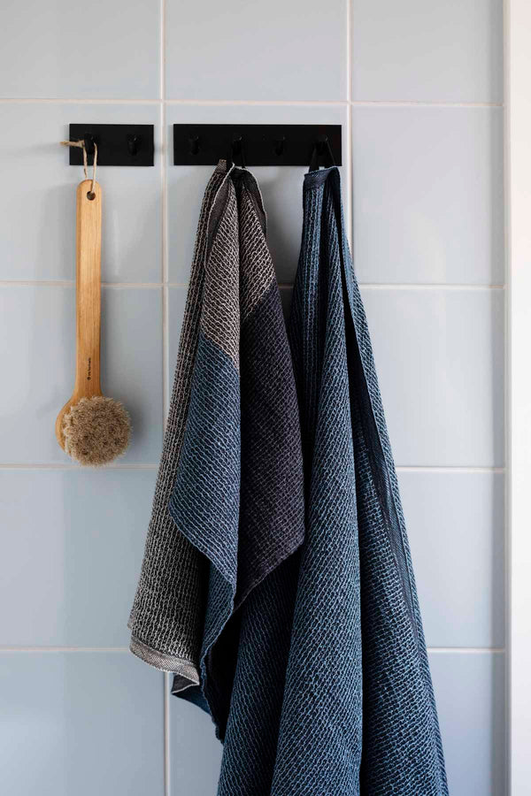 Lapuan Kankurit TERVA Bath Towel (black-multi-aspen green)