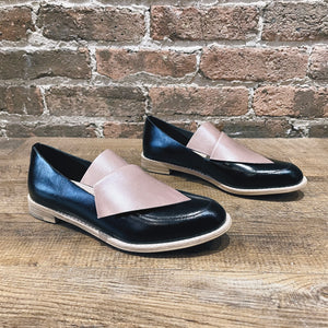 All Black Flatbow Cowman Loafer Black/Beige
