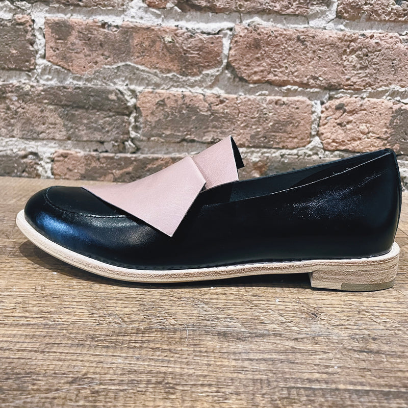 All Black Flatbow Cowman Loafer