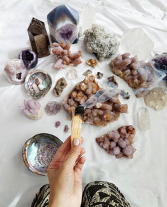 A Crystal Guide: How They Work, Properties & History (Raise Your Frequency)