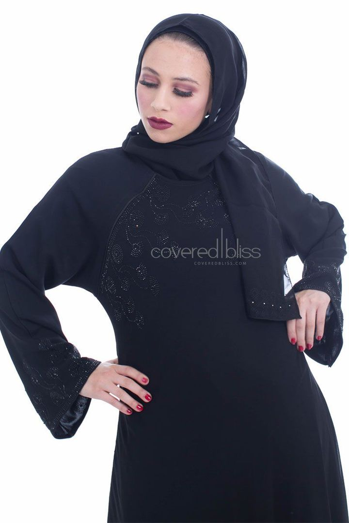 5 Big Reasons You Can Never Go Wrong With Black Abaya!