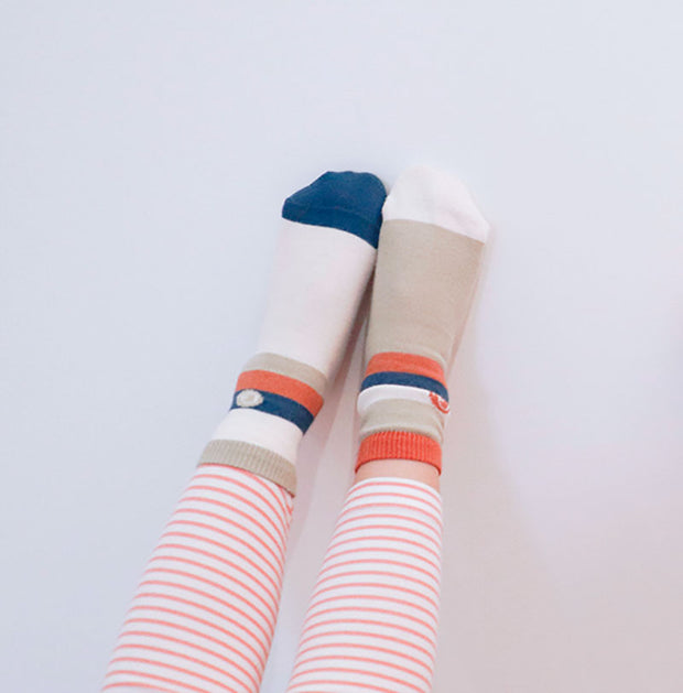 little girl wear camo stripes socks | Q for Quinn