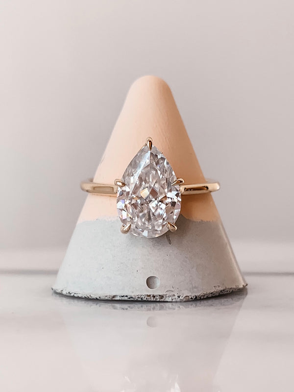 The Veronica - Pear Ring with Invisible Gallery