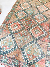 Load image into Gallery viewer, Moroccan Vintage Boujaad Rug