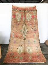 Load image into Gallery viewer, Moroccan Vintage Berber Boujaad Rug