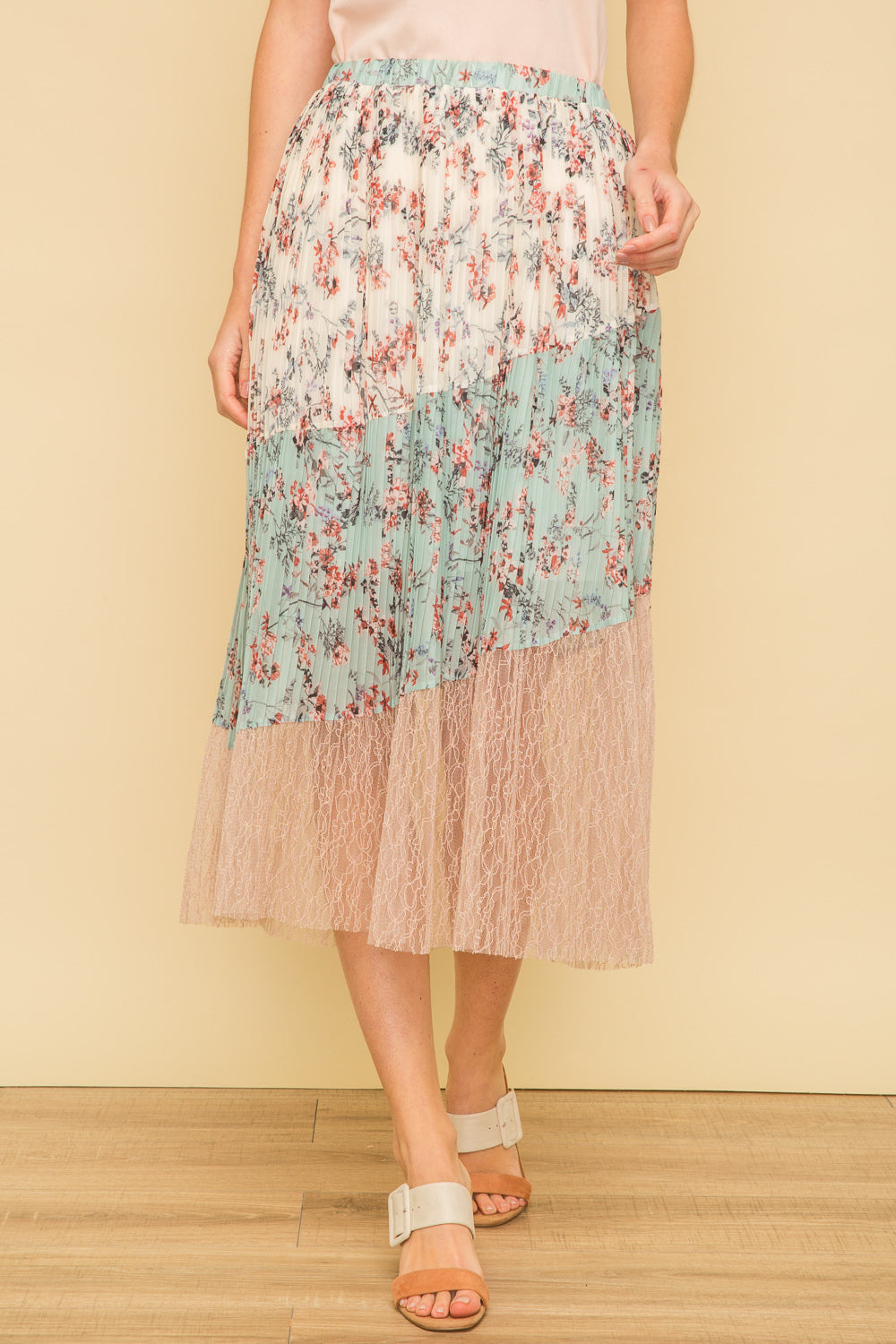 FLORAL/LACE SKIRT