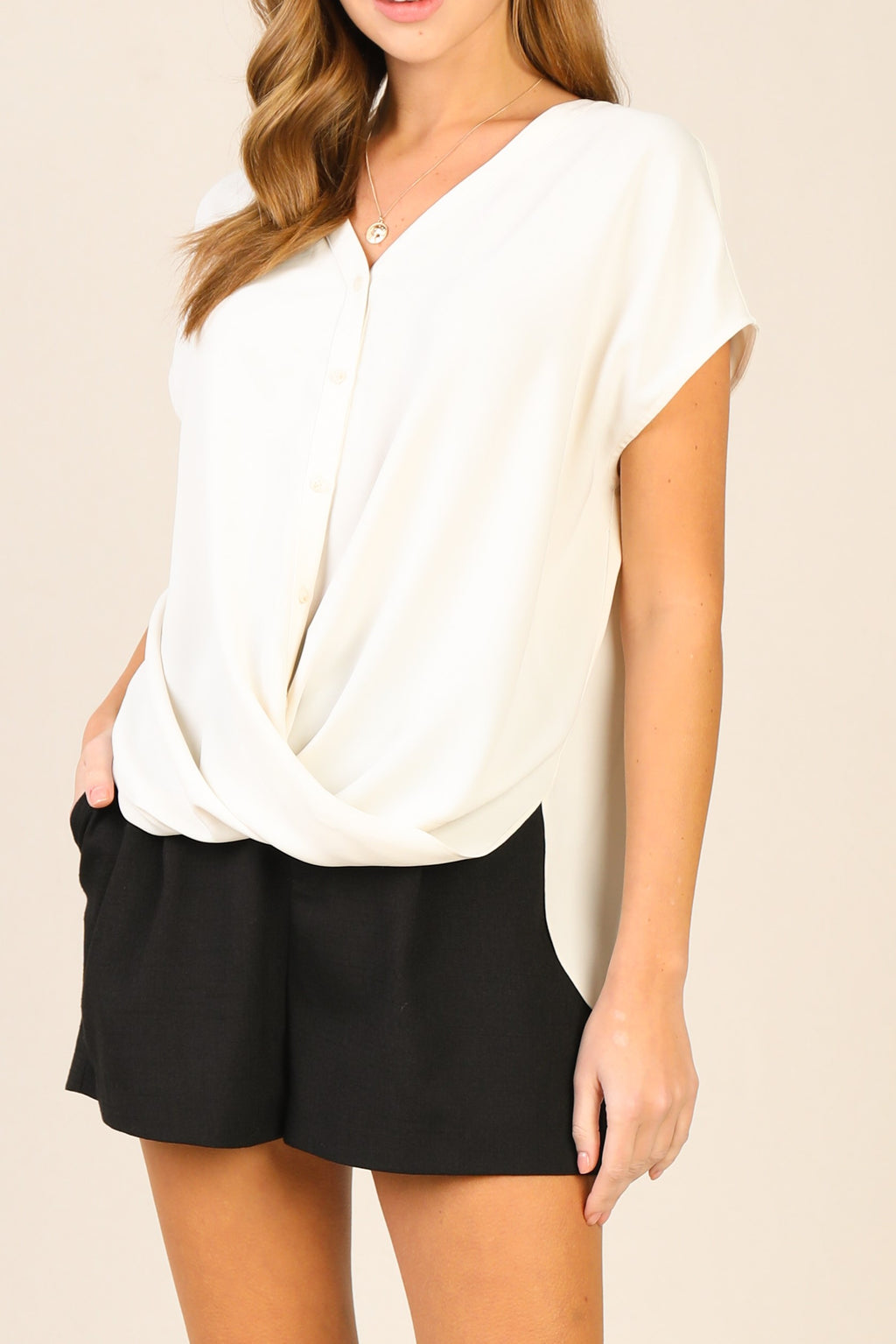 TWIST HEM TOP