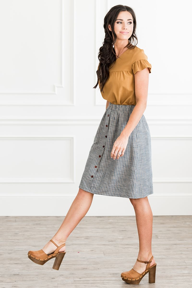 FULL SKIRT WITH BUTTONS