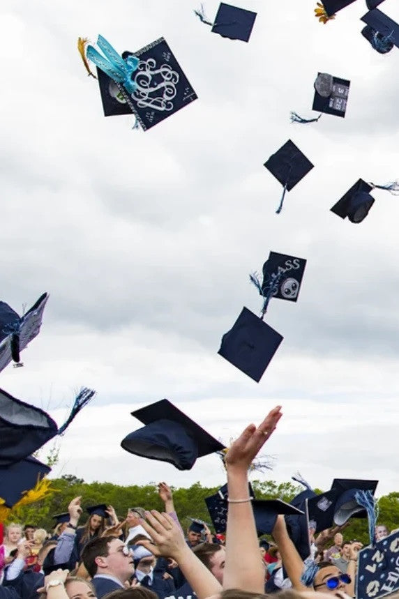 8 Tips for a Stress-Free Graduation in 2021!