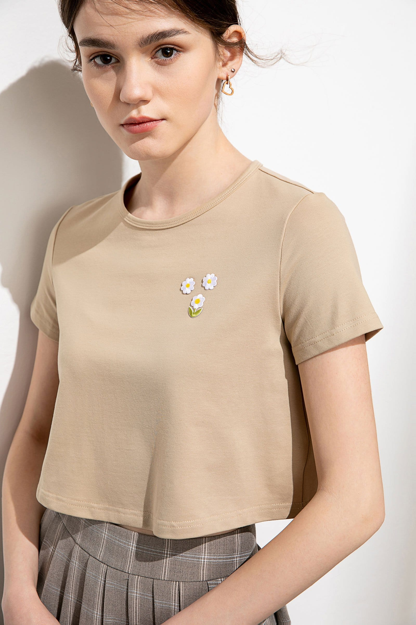 Petite Daisy Beige Embroidered Crop Tee