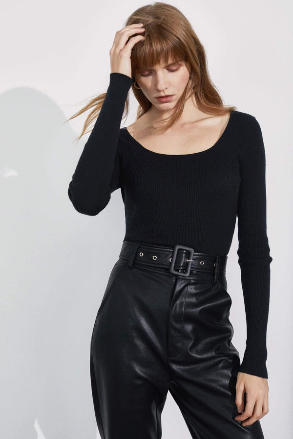 Essential Black Round Neck Sweater