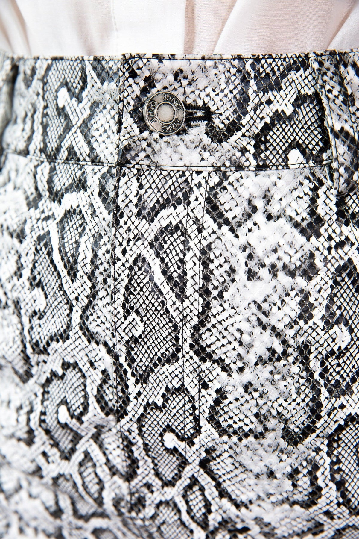 snakeskin print close-up grey white and black for women j.ing