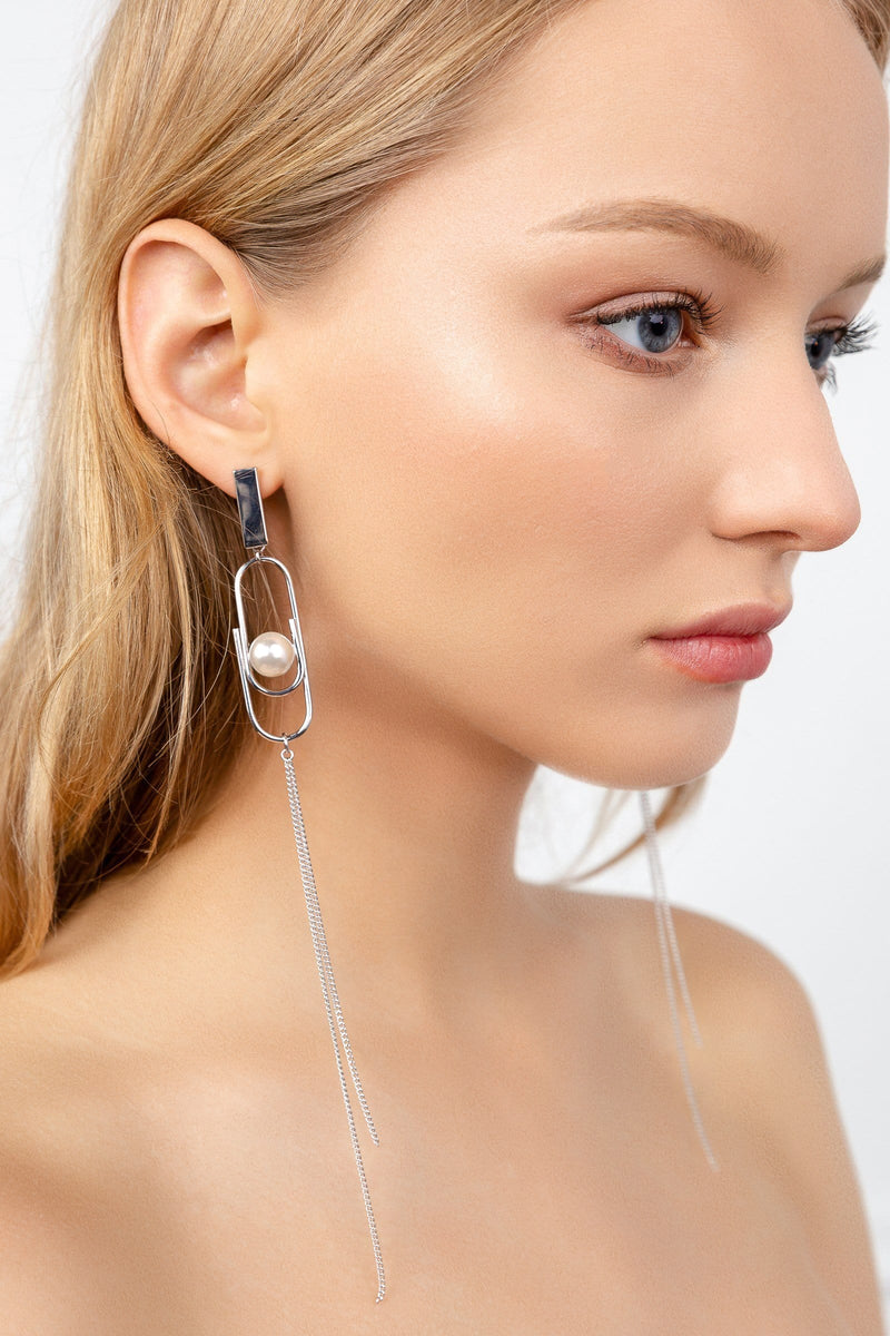 Silver paperclip shaped earrings with tassels and faux pearls | J.ING women's accessories