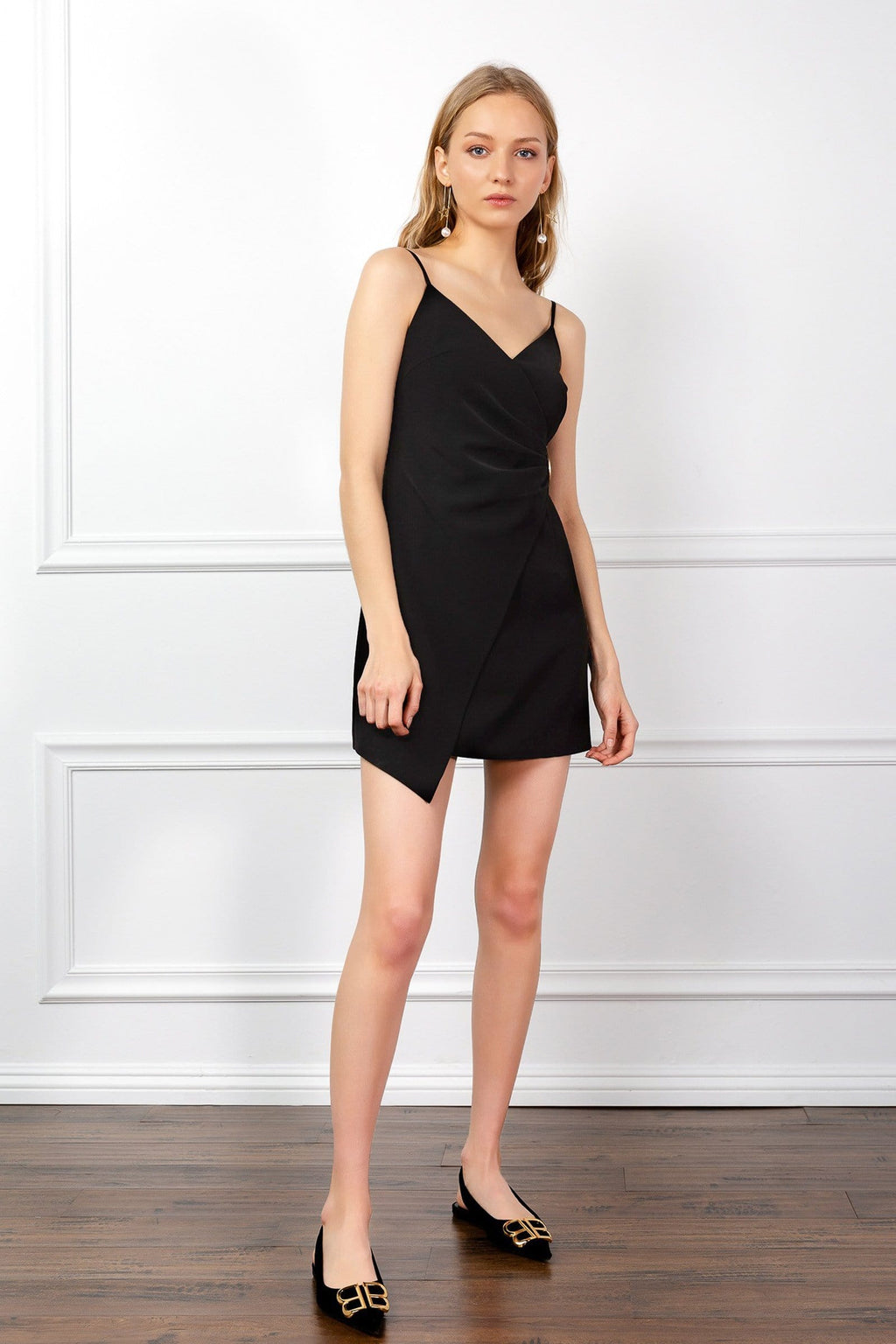 https://cdn.shopify.com/s/files/1/0015/5638/1732/files/Lil_Black_Dress-VD.mp4?66159