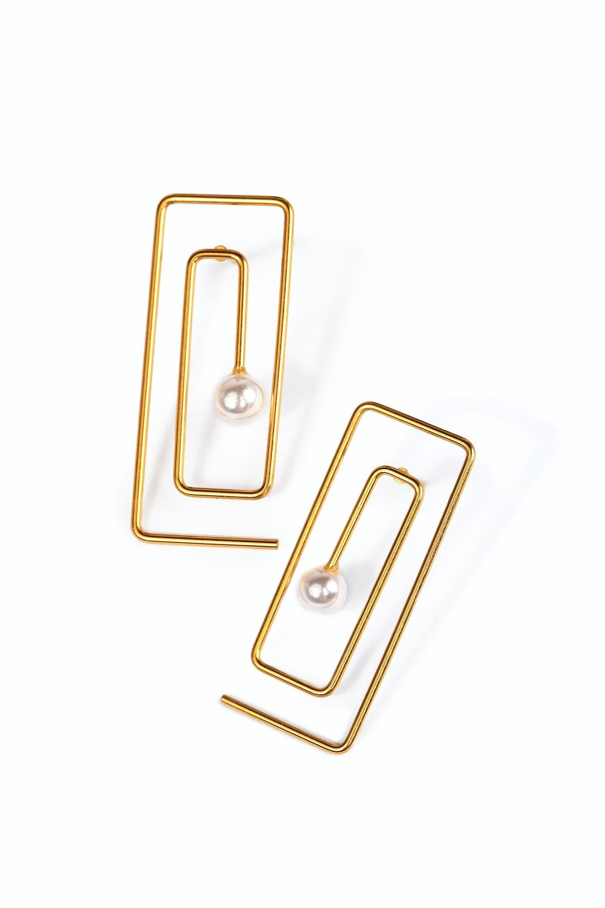 Gold Colored Earring in Maze Design with Tiny Pearl in the Middle | J.ING women's accessories