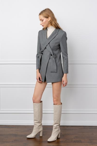 https://cdn.shopify.com/s/files/1/0015/5638/1732/files/Mercy_Blazer-VD.mp4?3993291082399384165