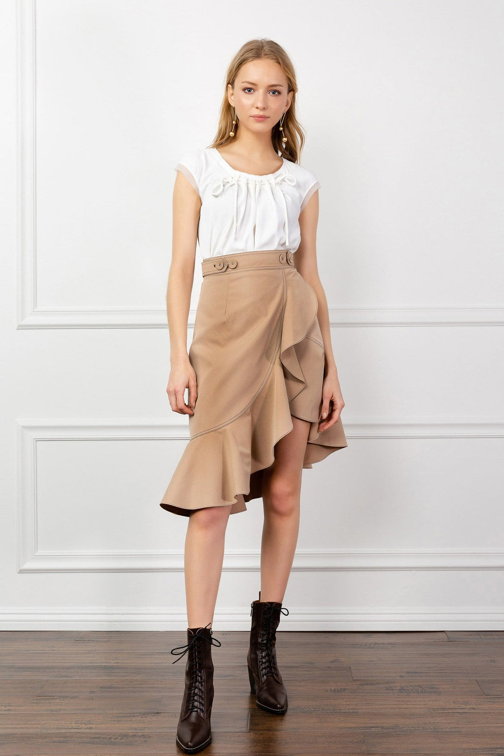 https://cdn.shopify.com/s/files/1/0015/5638/1732/files/Montana_Midi_Skirt-VD.mp4?21551