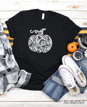 Load image into Gallery viewer, Lace Pumpkin Tee | S-3X