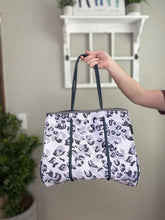 Load image into Gallery viewer, Neoprene Tote | Leopard