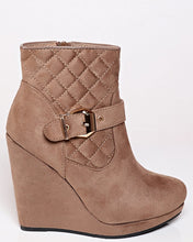 Load image into Gallery viewer, Khaki Quilted Suede Wedge Boots