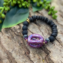 Load image into Gallery viewer, Sculptural Purple and Black Africa Beaded Bracelet