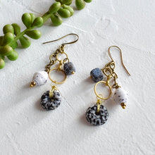 Load image into Gallery viewer, Black and White African Drop Earrings