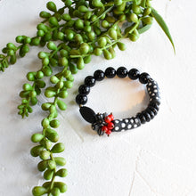 Load image into Gallery viewer, Black and Red Cluster African Beaded Bracelet