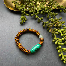 Load image into Gallery viewer, Malachite and Horn Beaded Bracelet
