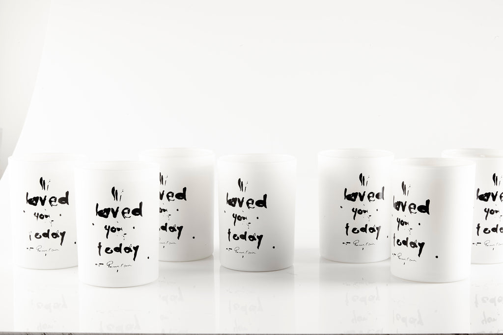 Pour l'air candle jars handlettering message to change your mindset to gratitude.