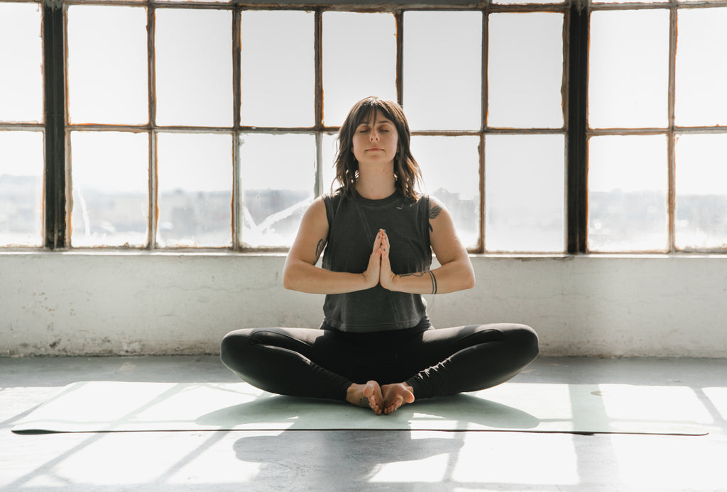 3 Ways Meditation Can Help Eliminate Holiday Stress