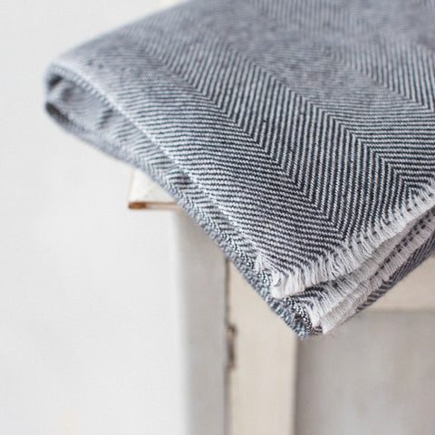 Cashmere Throw - Black Thin Zig Zag