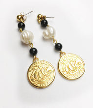 Load image into Gallery viewer, Onyx and Freshwater pearl Coin Stud Earring