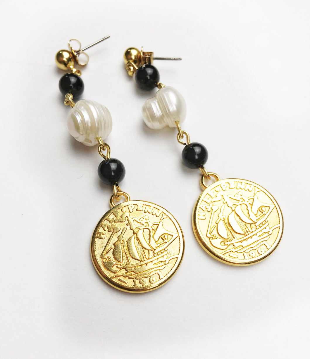 Onyx and Freshwater pearl Coin Stud Earring