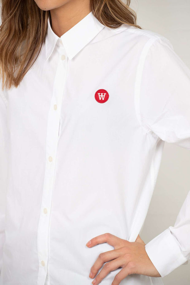 Fae Shirt - White fra Wood Wood - logo
