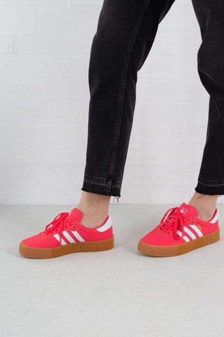 Sambarose - Shock Red/White fra Adidas Originals