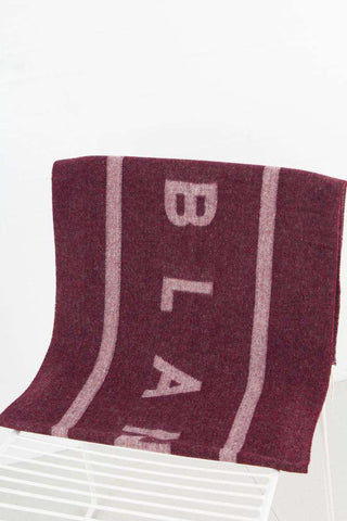 Cosy logo scarf - Bordeaux fra Blanche