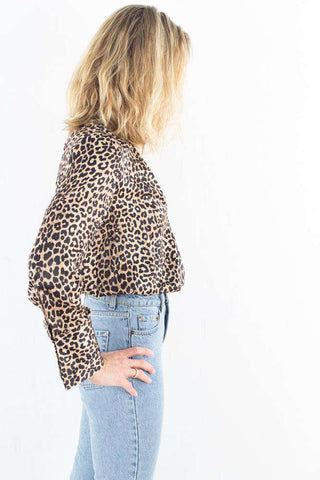 Wrap Satin Top - Leoprint fra NA-KD