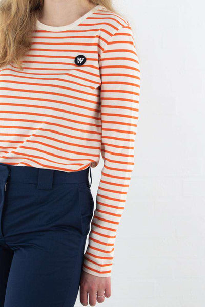 Moa Long Sleeve - Off White/Orange Stripes fra Wood Wood