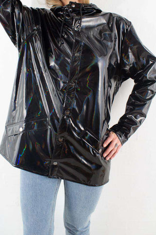 Holographic Jacket Black I sort fra Rains 1