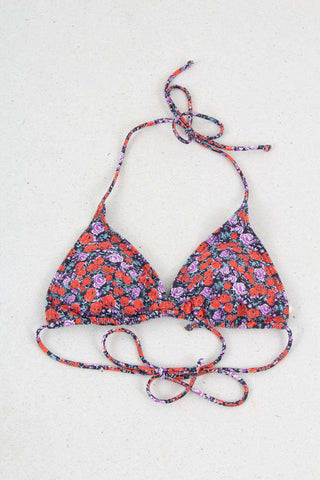 Pilea Bikini Top I Small Red Rose fra Gestuz