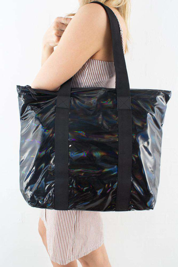 Holographic Tote Bag Rush Black I sort fra Rains 3