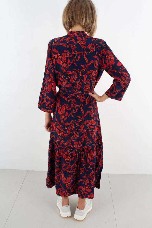 Raida Long Dress - Red Flower fra Gestuz - bagfra